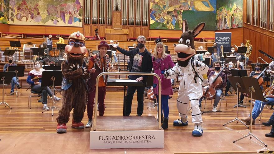 Satorjator, Eneko, Juanjo Ocón, Nerea eta Astonauta orkestraren aurrean.
