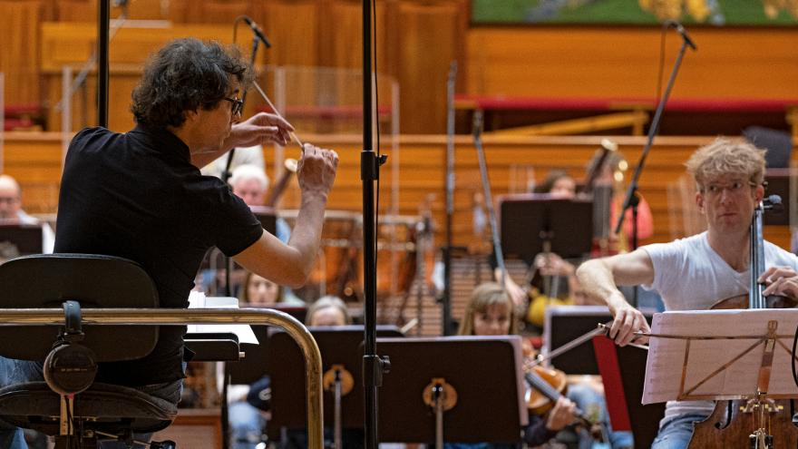 Fernando Velázquez and Johannes Moser with the Basque National Orchestra. Picture: David Herranz.